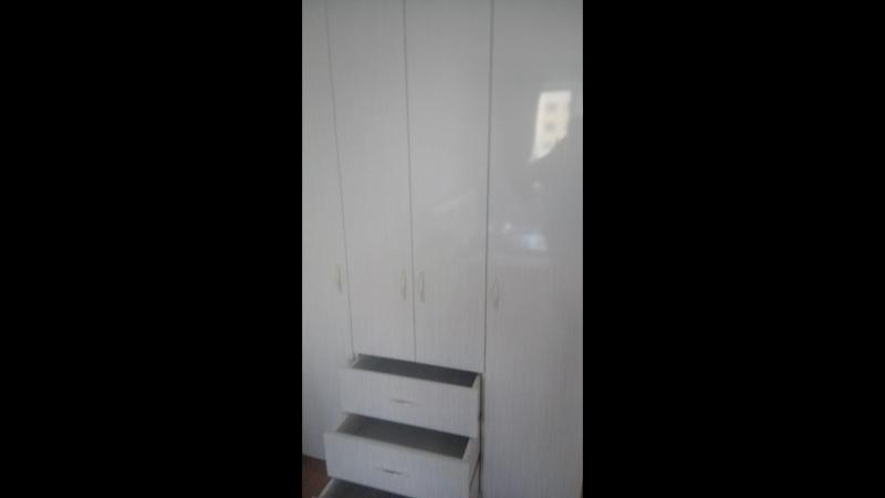 Шкаф в комнату, ящики на направляющих тандембокс Blum, петли с доводчиком Blum, корпус ЛДСП выбеленное дерево, Фасады мдф в пленке пвх цвет страйп белый