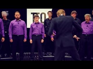 Человеческий хор в виде живого пианино.