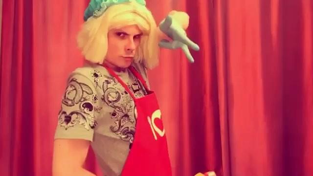 """Андрей Борисов on Instagram """"Незаслуженно забытый старый вайн про Светку и уборку в квартире. 💪Решил перезалить. Расскажите в комментах о собстве..."""