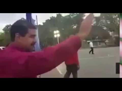 ¿Nicolás Maduro saluda a la nada?
