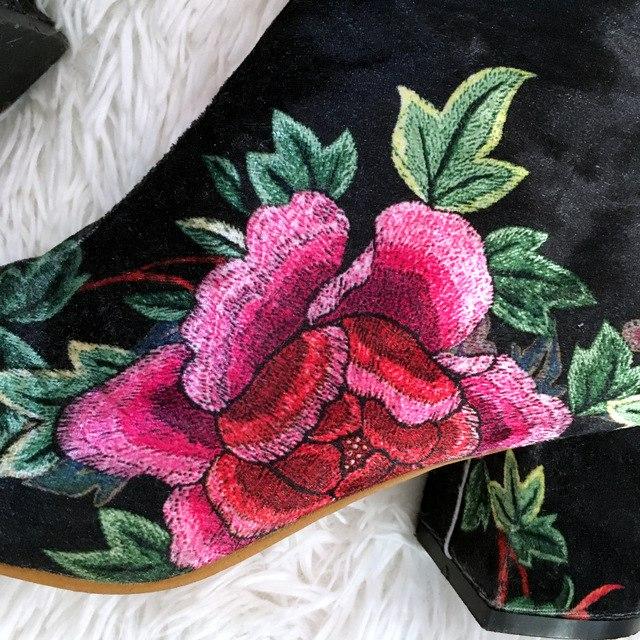 Обувь на каблуке из магазина Kings Shoes