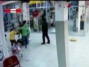 Жестяк! Уволенная тёлка с боевой подругой запинывают стукачку. Real Video