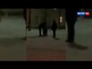 Полицейский поставил школьника на колени в ледовом городке на Урале