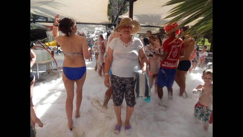 Пенная вечеринка на территории отеля Мархаба клуб Тунис город Сус