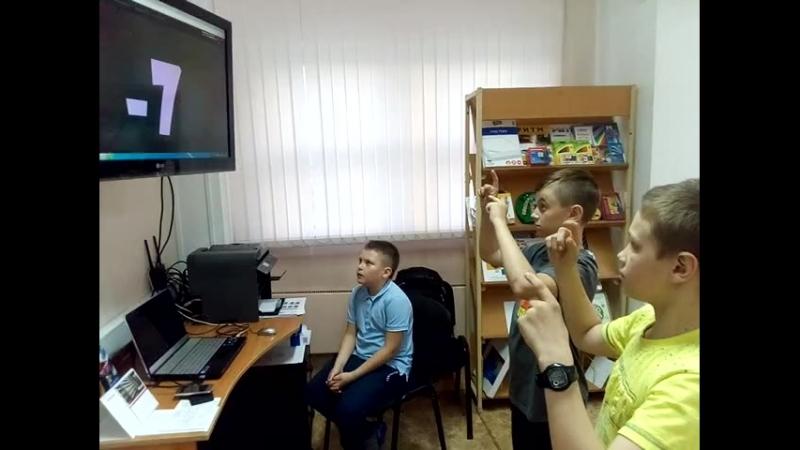 Школа лидер мальчишки счетают
