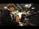 Впечатляющая импровизация на пианино и вокал