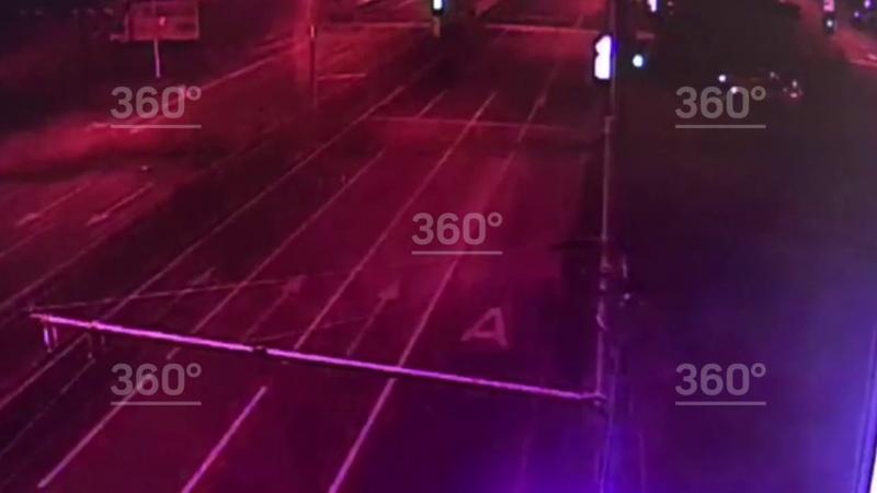 Автомобиль каршеринга скрывался от полиции и попал в ДТП на севере Москвы