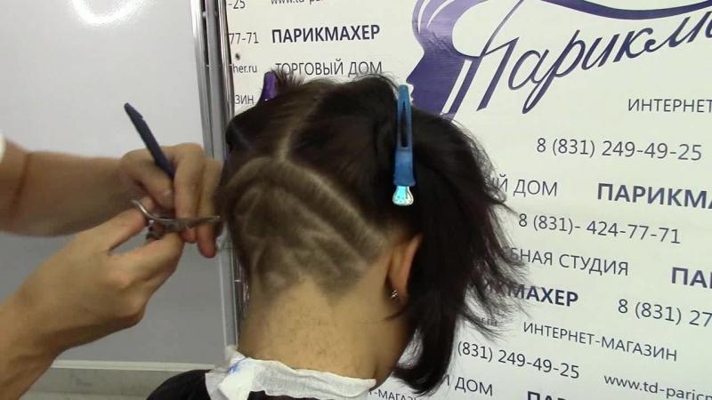 Женская стрижка с удлинением на лицо и рисунком бритвой в нижне-затылочной зоне