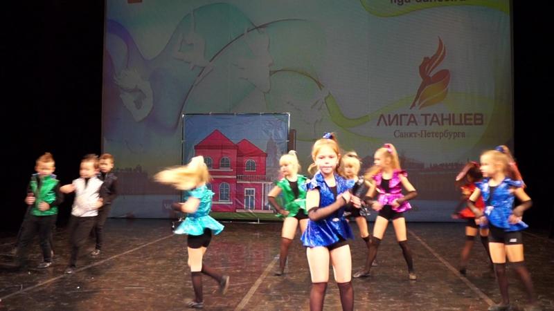 Танец Барби