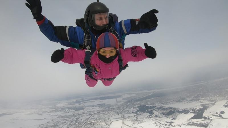 Прыжок с парашютом в Перми! Гульнара ЗимаСова в небе!