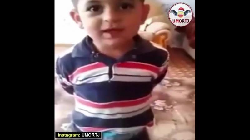 маленький мальчик жалуется на жизнь