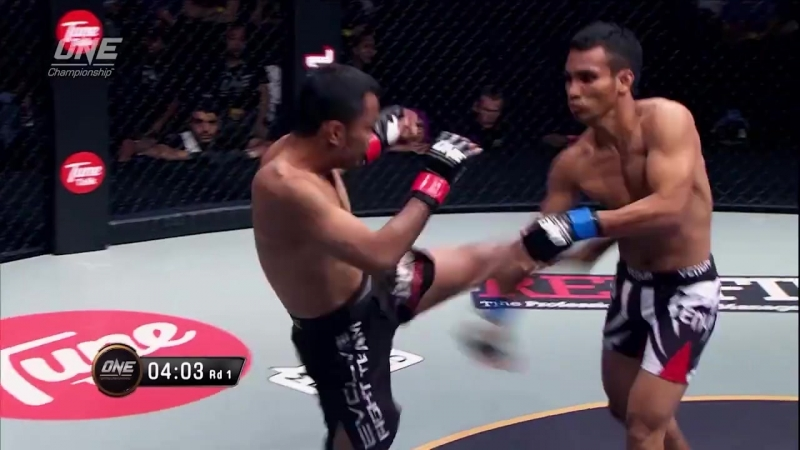 Dejdamrong Sor Amnuaysirichoke defeats Ali Yaakub via Submission at 2:34 of Round 1
