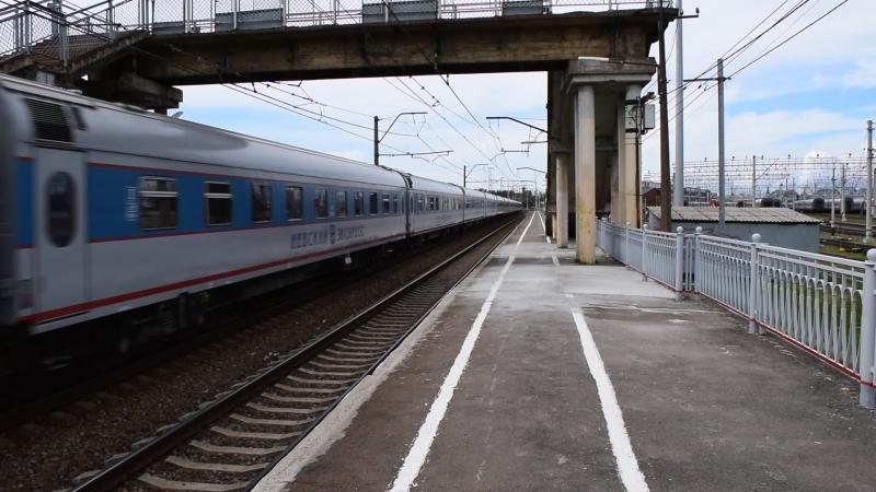 ЧС200-009 с Невским экспрессом