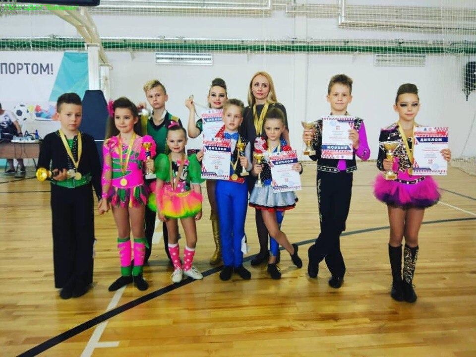 Юные танцоры из Бибирева завоевали восемь медалей на соревнованиях по акробатическому рок-н-роллу