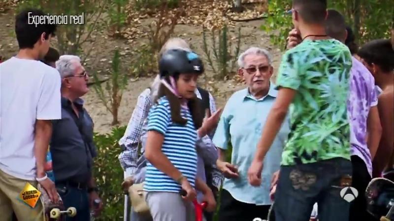 Дед разыграл молодых со скейтбордом
