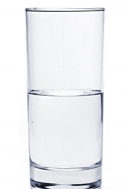 Питьевая вода регулярно может помочь организму увлажнить и сделать мышцы менее склонными к спазму.