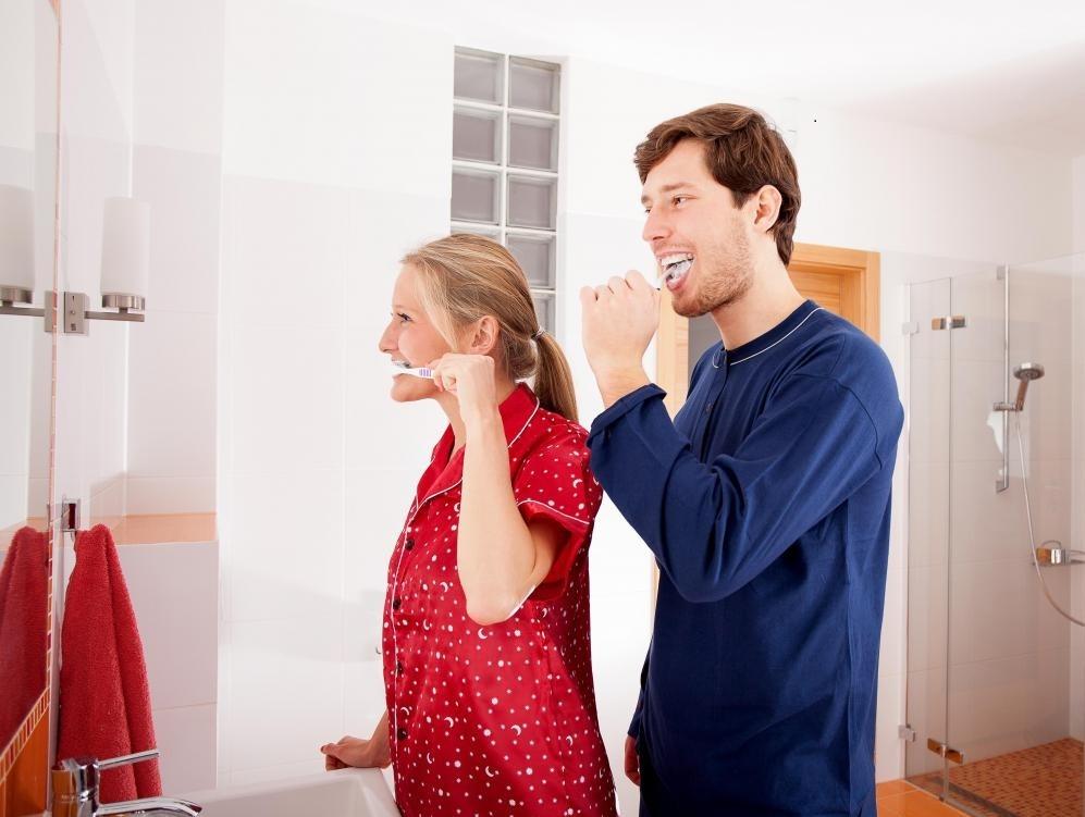Тяжелые мышечные спазмы в руке могут затруднить обращение с зубной щеткой.