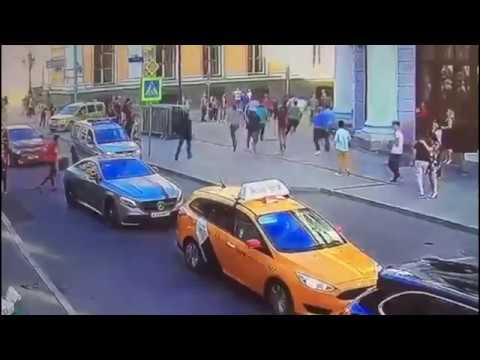 Таксист из Киргизии сбил 15 Мексиканцев на тротуаре в Центре Москвы и пытался бежать