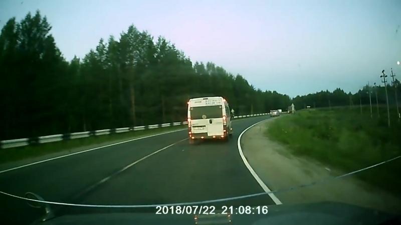 Водитель «Ларгуса» не вписался в поворот