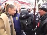Мадам в леопёрде прорывалась во Львове к российскому посольству на выборы Пуйла