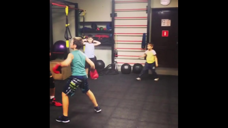 Практические занятия у малышей с нашим тренером по боксу Дмитрием Бессоновым проходят так! 🥊 Записать своего сына, или дочь на з