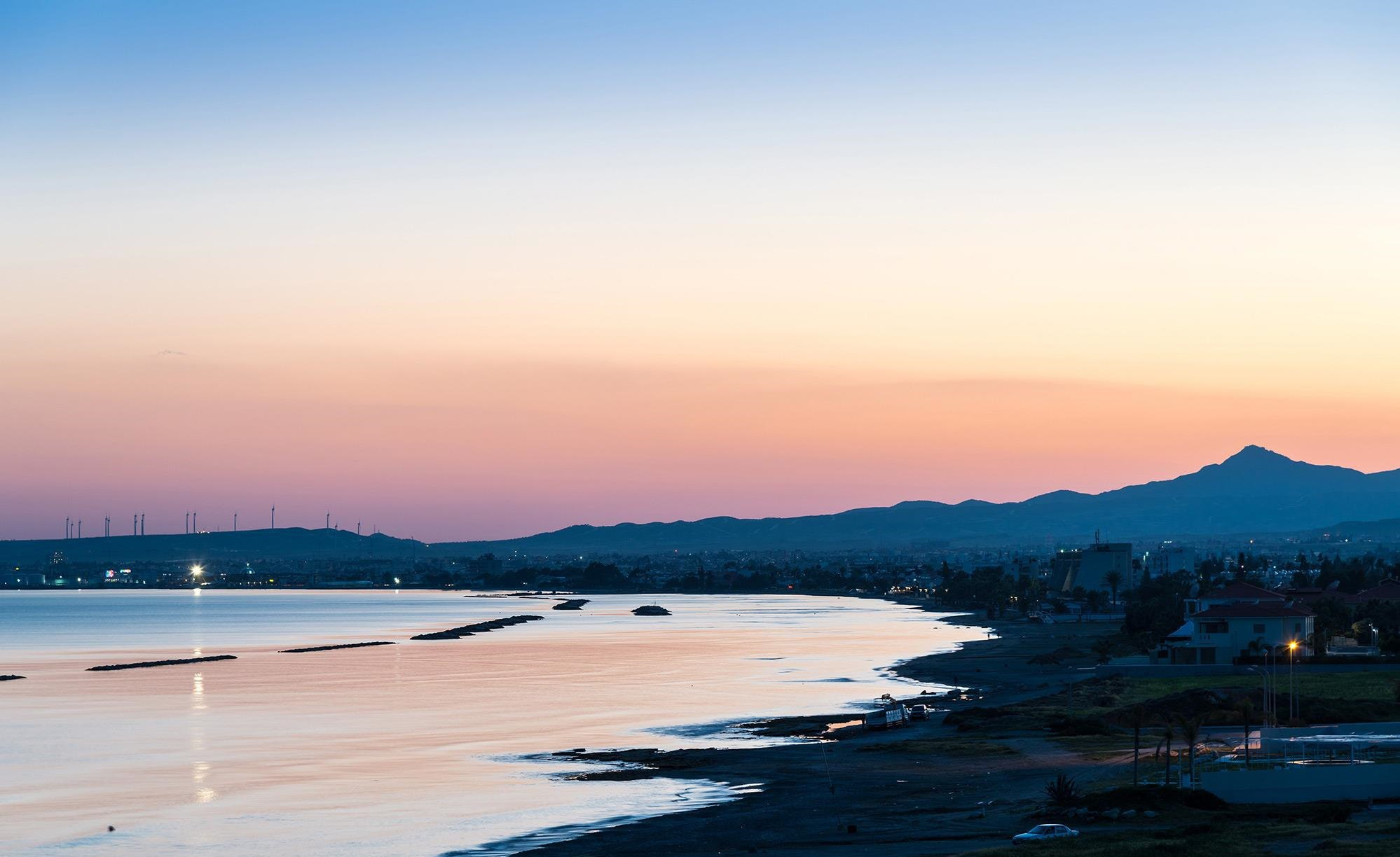 Закат на пляже в Ларнаке