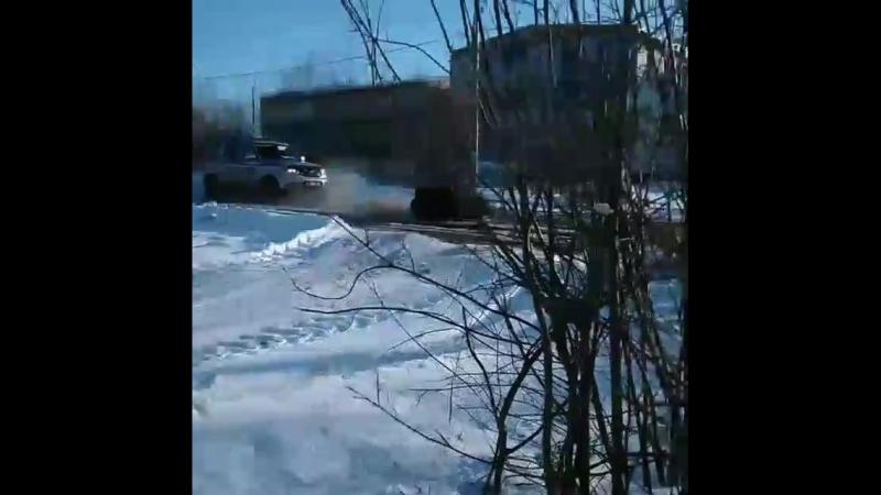 Убегает от Гаеров на Снегоходе