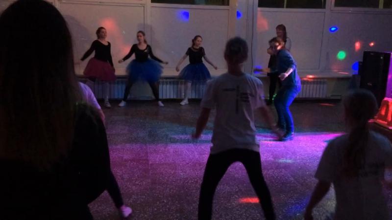 Ученики Школы танцев Позитив на праздничном мероприятии в ДК Мечта