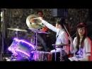 Duas Taiwanesas se divertem na bateria Moves Like Jagger - Maroon 5