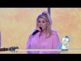 Meghan Trainor вживую исполнила песню No Excuses