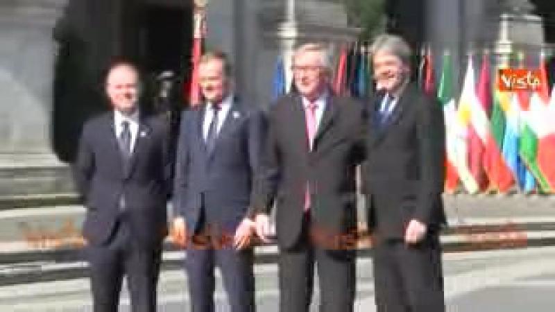 Juncker show in Campidoglio, fa il saluto militare a Gentiloni_low.mp4