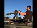 М134 Миниган в замедленной съемке. Стрельба из шестиствольного пулемета системы Гатлинга M134 Minigu .