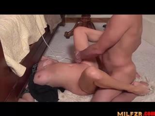 Сын трахнул застрявшую под кроватью стройную матушку [HD 720,all sex,big tits,big ass,porn 2017,milf,mom,son,инцест,зрелые]