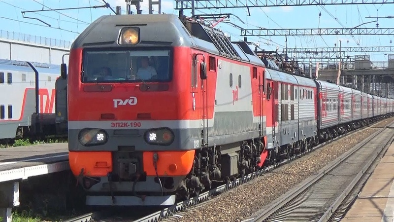 Электровозы ЭП2К-190 ЧС200-012 с пассажирским поездом №268 Москва - Санкт Петербург
