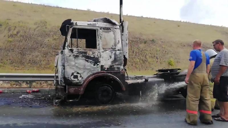 На трассе под Саратовом сгорела фура