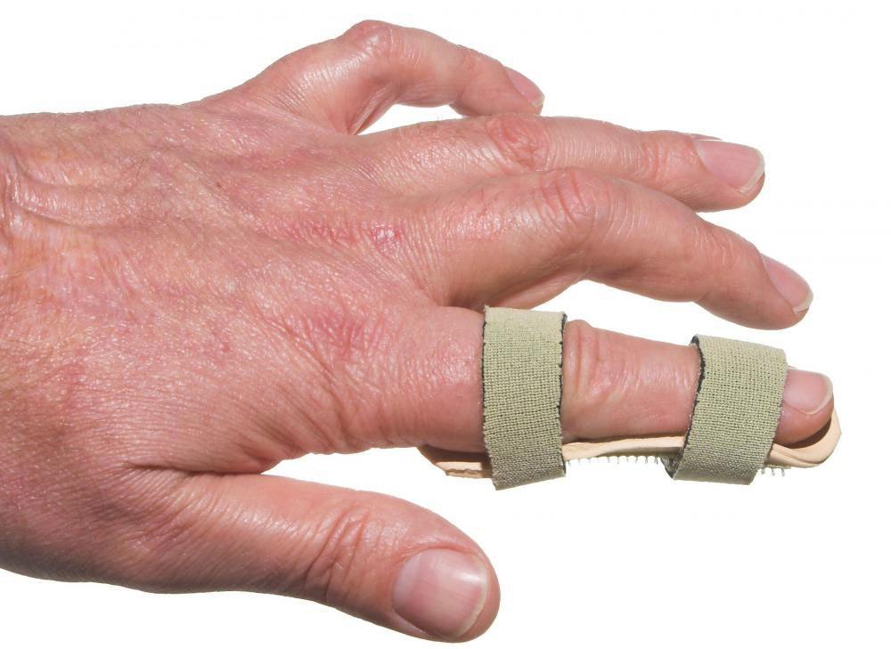 Палец в шине