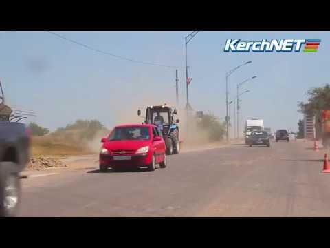 Дорожные рабочие в Керчи откопали бордюры