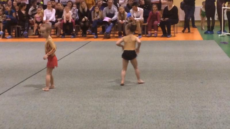 Первое выступление маленькой гимнастки!