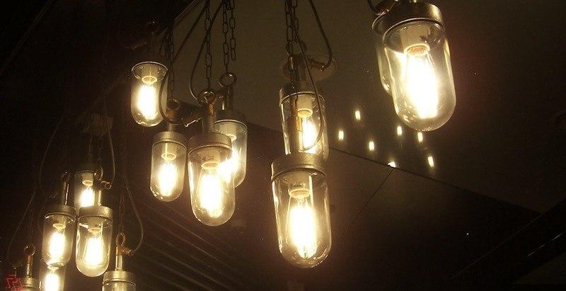 Лампы накаливания дают красивый желтый свет