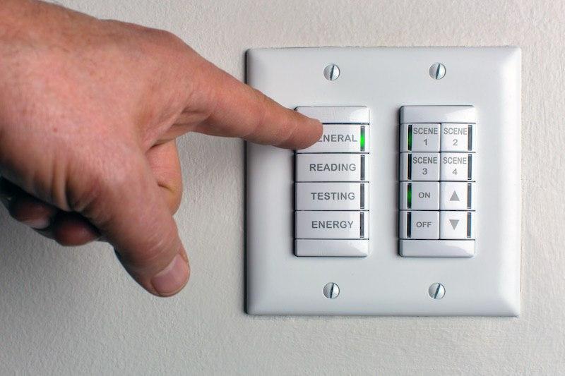 Светодиодное освещение и информационный блок.