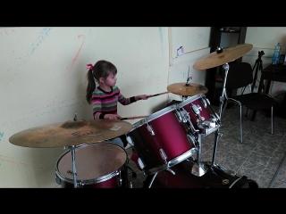 Вера (5 лет). Барабаны в Каморке.