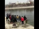 Жители спасли двух тонущих детей