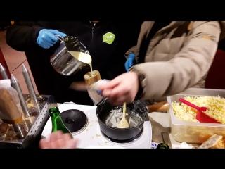 Легенда Монтре - треть багета с расплавленным сыром.
