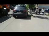 Водитель Volkswagen Touareg оставил машину на тротуаре в центре Пензы