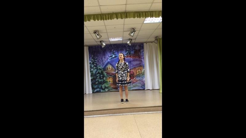 Диана исполняет песню Розовый слон