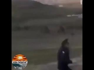 🆕🔥 Дагестан. Жители двух сел устроили битву за воду. Они не поделили родник, и сошлись в массовом замесе с камнями и травматами🔥