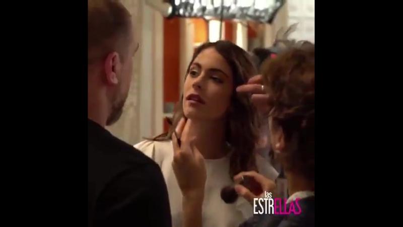 Тіні Штоссель за кадром зйомки однієї серії серіалу Las Estrellas