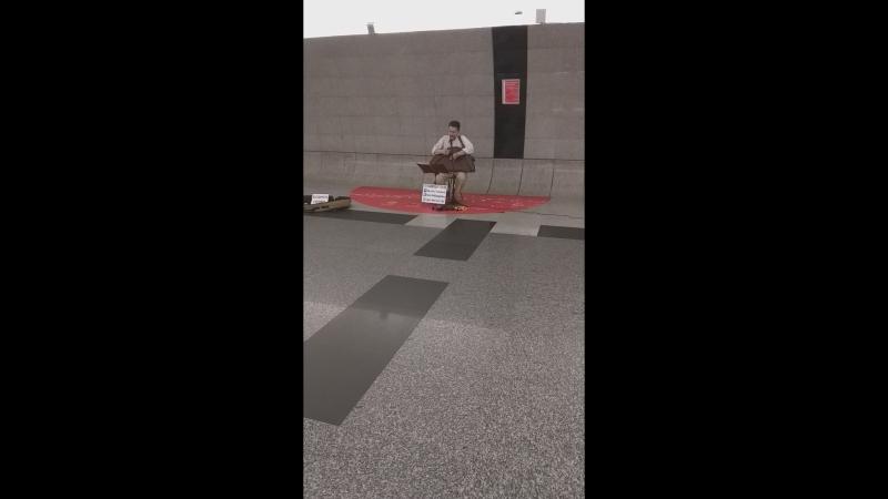 музыка с песнями на переходе между Тургеневской и Сретенским бульваром
