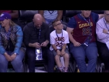 ЛеБрон передал юному фанату собственный рукав с надписью U r more than an athlete