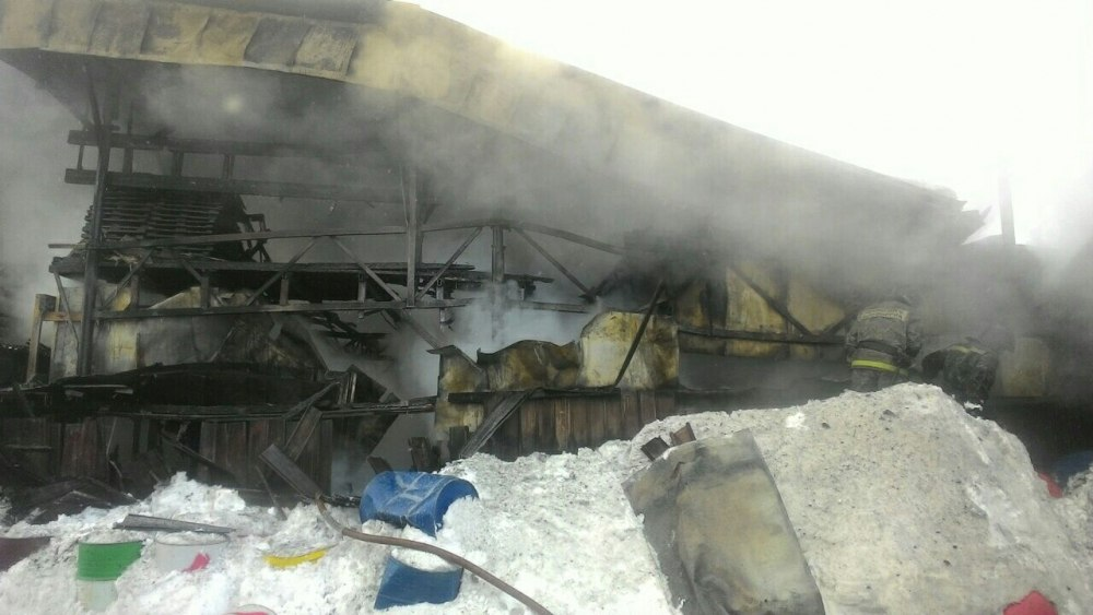 Один человек погиб при пожаре в производственном здании в Томске
